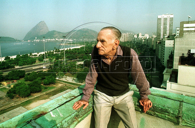 "Brazilian writer and poet Joao Cabral de Melo Neto (1920-1999), author of ""Morte e vida Severina"", poses in front of Guanabara Bay and Sugar Loaf, Rio de Janeiro, Brazil, June 4, 1994. ""Morte e Vida Severina"" <br /> (translated in part by Elizabeth Bishop as ""Death and Life of a Severino""), his most famous work, is a very long narrative poem (in most editions it goes over 80 pages) that describes the life of a poor country man in the dry northeastern part of Brazil. (Austral Foto/Renzo Gostoli)"