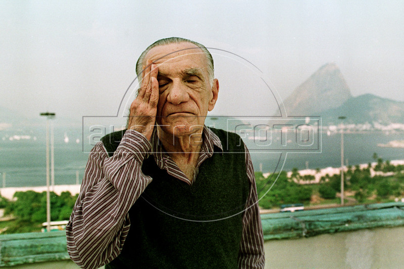 "Brazilian writer and poet Joao Cabral de Melo Neto (1920-1999), author of ""Morte e vida Severina"", poses in front of Guanabara Bay and Sugar Loaf, Rio de Janeiro, Brazil, June 4, 1994. ""Morte e VidaSeverina"" (translated in part by Elizabeth Bishop as ""Death and Life of a Severino""), his most famous work, is a very long narrative poem (in most editions it goes over 80 pages) that describes the life of a poor country man in the dry northeastern part of Brazil. (Austral Foto/Renzo Gostoli)"