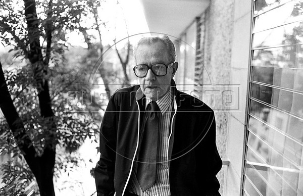 "Mexican writer Juan Rulfo, author of ""El llano en llamas"" and ""Pedro Paramo"", at home, Mexico DF. Mexico, june 17, 1983. (Austral Foto/Renzo Gostoli)"