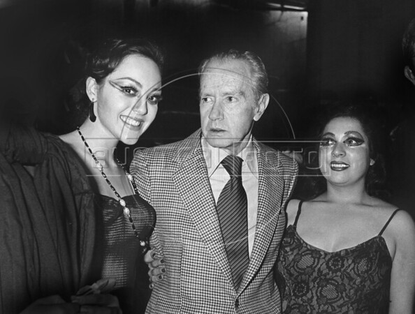 "Mexican writer Juan Rulfo (1917-1986), author of ""El llano en llamas"" and ""Pedro Paramo"", with theatre actresses, Mexico D.F., Mexico, July 05, 1983. (Austral Foto/Renzo Gostoli)"