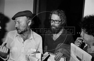 Eduardo Galeano,  Uruguayan journalist, writer and novelist, and Brazilian journalist and writer Eric Nepomuceno, right, during a lecture at Palacio de Mineria, Mexico DF, Mexico, March 1983.  (Austral Foto/Renzo Gostoli)