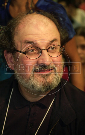 """Indian-born writer Salman Rushdie, author of the """"Satanic verses"""" speaks to journalists, writers and admirers in XI Rio de Janeiro International Book Fair in Rio de Janeiro, May 17, 2003. Rushdie visits Brazil to presents his newest book """"Fury"""". (Austral Foto/Renzo Gostoli)"""