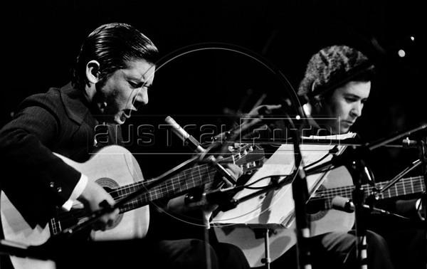 Alfredo Zitarrosa, Uruguayan folk singer, guitarist, composer, and political activist during a show in Mexico city, Mexico, October 1977. (Austral Foto/Renzo Gostoli)