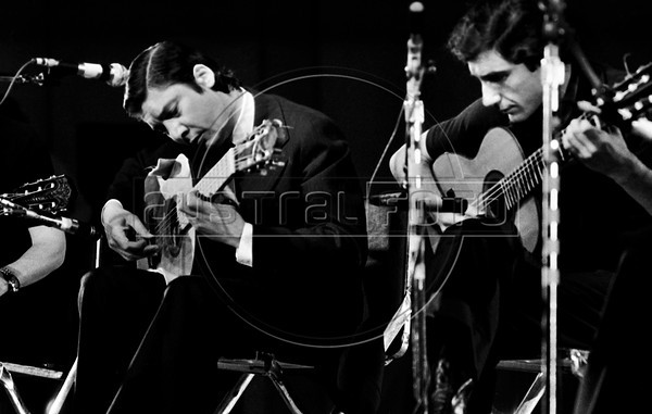 Alfredo Zitarrosa, Uruguayan folk singer, guitarist, composer, and political activist during a show in Mexico city, Mexico, October 1977. (Austral Foto/Renzo Gostoli)
