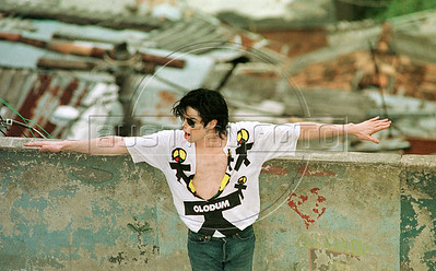 "Pop star Michael Jackson sings and dances on the roof of a building in the Dona Marta slum, Rio de Janeiro, Brazil, Feb. 11, 1996 during the filming of the video for his song ""They Don't Care About Us.""  (Austral Foto/Renzo Gostoli)"