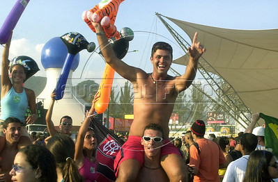 Music fans dance during the fourth day of the Rock in Rio music festival in Rio de Janeiro, Brazil, January, 18 2001. (Austral Foto/Renzo Gostoli)