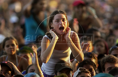 Music fans dance during the fourth day of the Rock in Rio music festival in Rio de Janeiro, Brazil, January, 18, 2001. (Austral Foto/Renzo Gostoli)