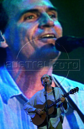 American singer James Taylor performs at Rock in Rio 3 festival, Rio de Janeiro, Brazil, Jan. 12, 2001. (Australfoto/Renzo Gostoli)