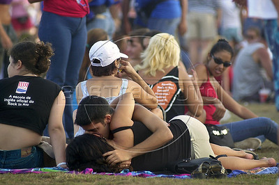 "A couple kisses on the grass at the ""City of Rock"" during the fourth day of the Rock in Rio music festival in Rio de Janeiro, Brazil, January, 18, 2001. (Austral Foto/Renzo Gostoli)"
