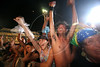"Rolling Stones fans cheer to ""Start Me Up"" during the show in Rio de Janeiro, Feb. 18, 2006.(AustralFoto/Douglas Engle)"