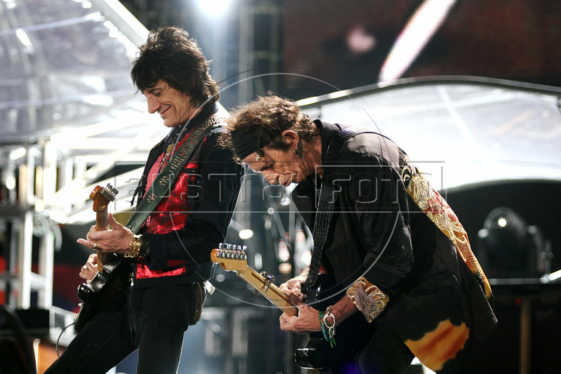 Ron Wood, left, and Keith Richards perform with the Rolling Stones to in Rio de Janeiro, Feb. 18, 2006.(AustralFoto/Douglas Engle)