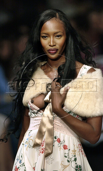 British model Naomi Campbell wears a creation from TNG 2005 autumn/winter collection during Fashion Rio show in Rio de Janeiro, Brazil, Jan. 12, 2005. (AUSTRAL FOTO/RENZO GOSTOLI)