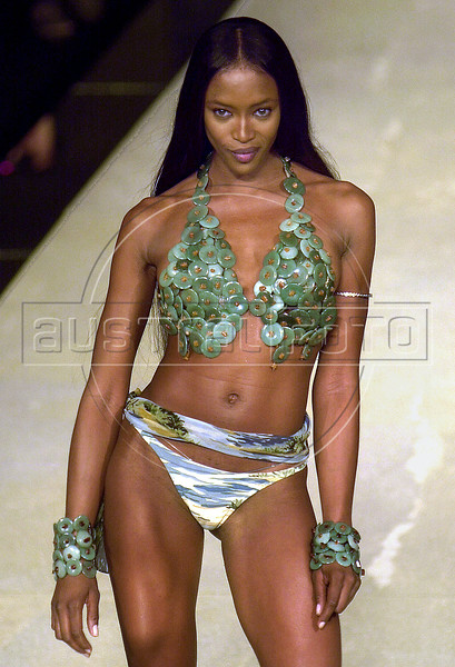 Top model Naomi Campbell wears a swimsuite creation of the summer collection of Brazilian fashion brand Lenny during the Rio Fashion Week in Rio de Janeiro, Brazil, July 24, 2002. (AUSTRAL FOTO/RENZO GOSTOLI)