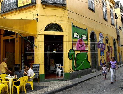 A woman and her daughter past in front of a wall painted by graffiti artists in Rio's Gamboa district as part of Arte Rua (street art), International Contemporary Art Fair of Rio de Janeiro, Rio de Janeiro, Brazil, September 10, 2011. (Austral Foto/Renzo Gostoli)