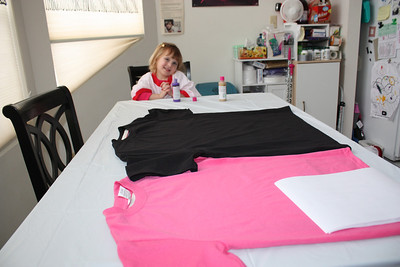 20110211 Sophia Making Valentine Shirts 001