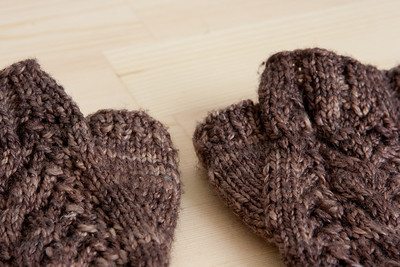 Chocolate Milk Merletto Mitts. Thumb detail