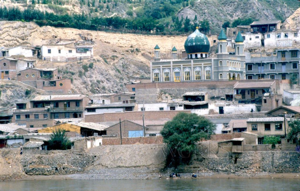 View of Muslim mosque across the Yellow River in Lanzhou (Gansu Province)