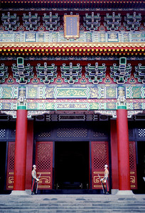 Guards and grand entrance to the National Revolutionary Martyrs' Shrine in Taipei, Taiwan