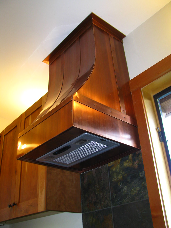KITCHEN EXHAUST HOOD. Patinad Copper - Victor ID