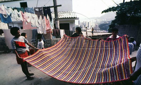 Costureiras da Coopa-Roca mostram seus trabalhos na Rocinha, Rio de Janeiro, Brasil, marzo 15, 1988.  (Austral Foto/Renzo Gostoli)