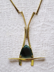 Anheng gukt gull 585, blågrønn turmalin. Med kjede som på kan brukes på flere anheng.