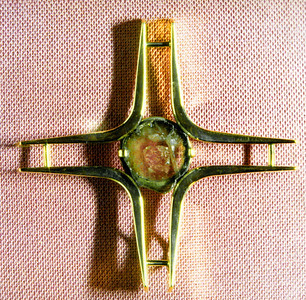 Gold cross 14K/585 with tourmaline. Brooch or pendant.