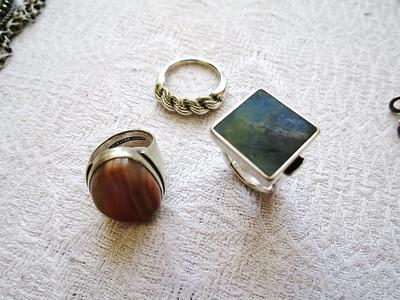 Tre ringer i 925 sølv. Den første, med en agat som jeg selv slipte laget jeg før jeg begynte i læra og gikk med den i mange år. Den andre, en tradisjonell latvisk ring. Den tredje sølv med spektrolitt.