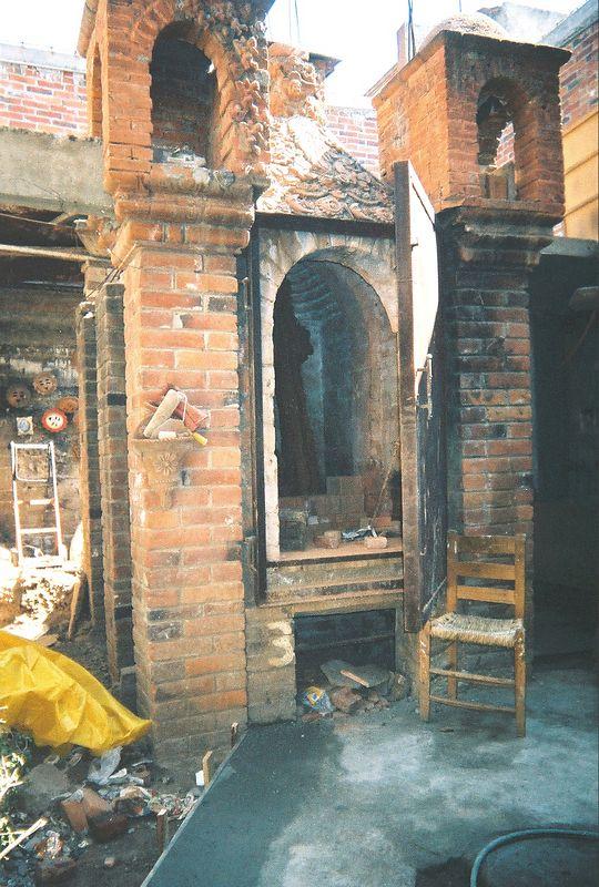 """The kiln of  """"Great Master,"""" Tiburcio Soteno of Metepec. (2003)"""