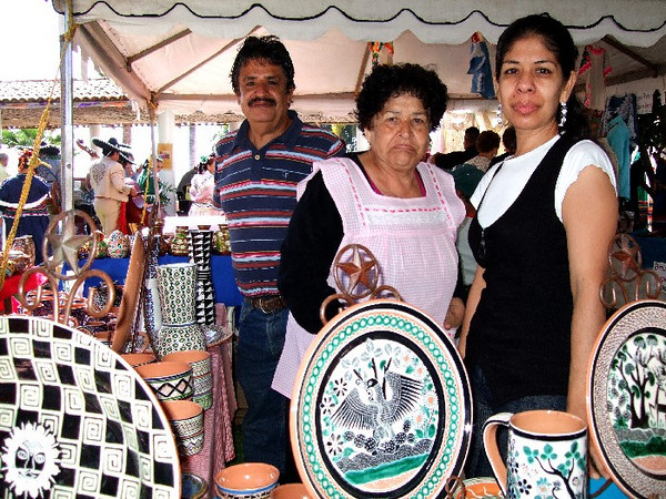 José Bernabe Campechano has been producing high fired petatillo ceramics for 40 years and is a member of a family that has cultivated this art for four generations; pictured here is his wife, one of his sons & a daughter.  Here they are at the Feria Maestros 2009 in Chapala