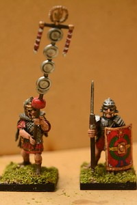 Warlord Games plastic EIR Signifier and Legionaire (112-113)