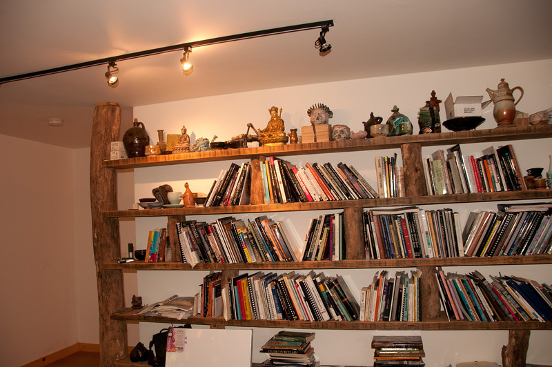 John showed us his upstairs appartment he included in his studio which he built.