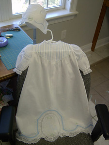 daygown in white nelona with blue lace tape and blue emboridery.
