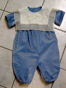 romper of country blue velvet with ecur linen collar