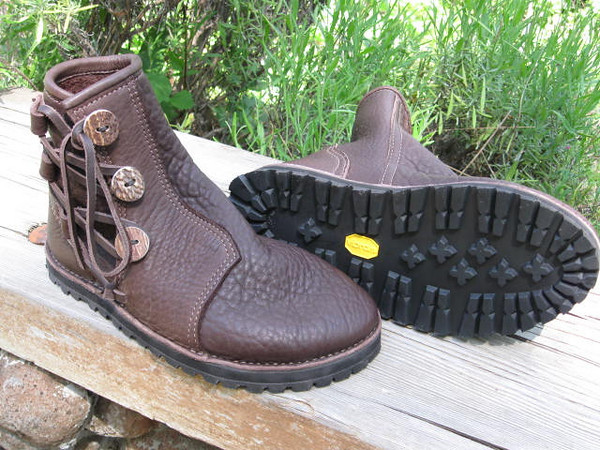 Vibram Kletterlift sole with thin cushi.