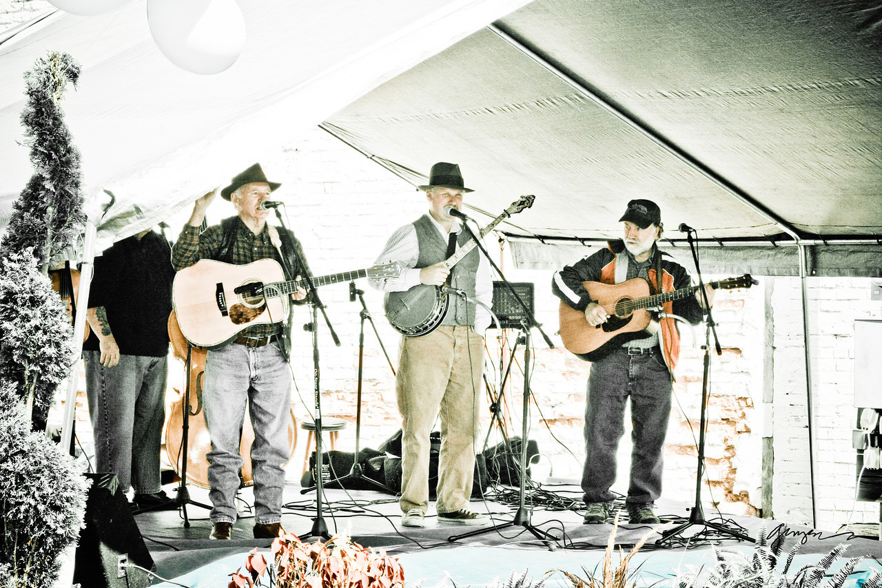 What's a festival without some good 'ol bluegrass?  I'll tell you - it's N O T H I N G.<br /> These fellas were awesome!