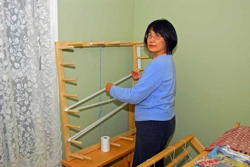 To start, you need to prepare the warp, and for that you need to use a warping board.