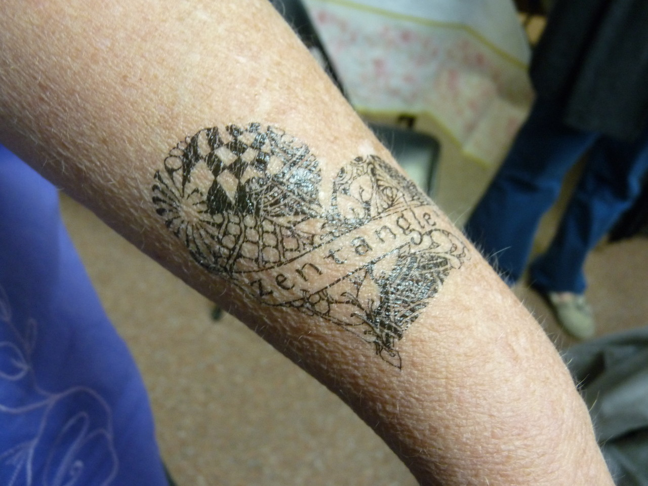 Suzanne shows off her Zentangle tattoo!