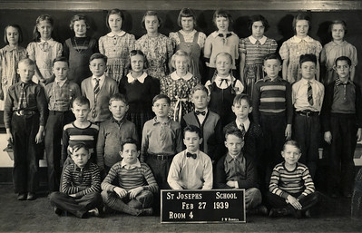 1939, Dolores Rausch, 3rd row, 4th from left.
