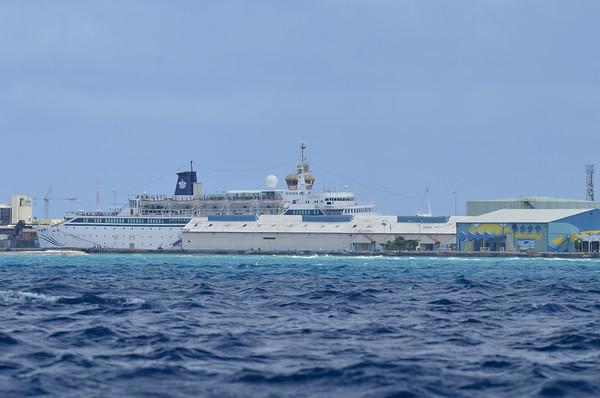Cruise ship boats on Aruba's southern coast