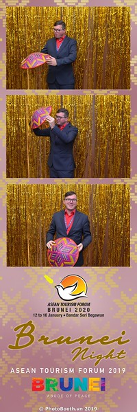 Asian-Tourism-Forum-2019-Brunei-Night-instant-print-photobooth-in-Ha-Long-Bay-Quang-Ninh-chup-anh-in-hinh-lay-lien-su-kien-Vinh-Ha-Long-Quang-Ninh-WefieBox-Photobooth-Vietnam-18