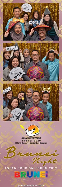 Asian-Tourism-Forum-2019-Brunei-Night-instant-print-photobooth-in-Ha-Long-Bay-Quang-Ninh-chup-anh-in-hinh-lay-lien-su-kien-Vinh-Ha-Long-Quang-Ninh-WefieBox-Photobooth-Vietnam-43