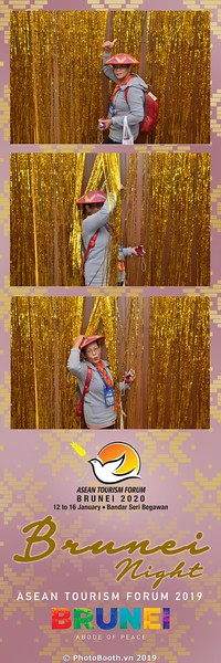 Asian-Tourism-Forum-2019-Brunei-Night-instant-print-photobooth-in-Ha-Long-Bay-Quang-Ninh-chup-anh-in-hinh-lay-lien-su-kien-Vinh-Ha-Long-Quang-Ninh-WefieBox-Photobooth-Vietnam-16