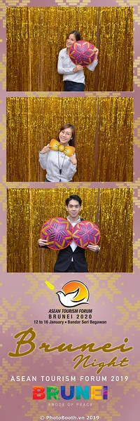 Asian-Tourism-Forum-2019-Brunei-Night-instant-print-photobooth-in-Ha-Long-Bay-Quang-Ninh-chup-anh-in-hinh-lay-lien-su-kien-Vinh-Ha-Long-Quang-Ninh-WefieBox-Photobooth-Vietnam-02