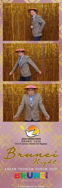 Asian-Tourism-Forum-2019-Brunei-Night-instant-print-photobooth-in-Ha-Long-Bay-Quang-Ninh-chup-anh-in-hinh-lay-lien-su-kien-Vinh-Ha-Long-Quang-Ninh-WefieBox-Photobooth-Vietnam-30