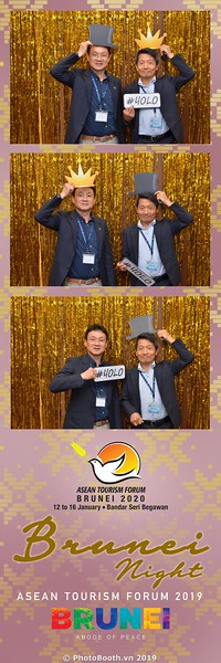 Asian-Tourism-Forum-2019-Brunei-Night-instant-print-photobooth-in-Ha-Long-Bay-Quang-Ninh-chup-anh-in-hinh-lay-lien-su-kien-Vinh-Ha-Long-Quang-Ninh-WefieBox-Photobooth-Vietnam-36