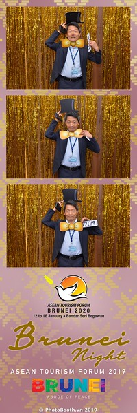 Asian-Tourism-Forum-2019-Brunei-Night-instant-print-photobooth-in-Ha-Long-Bay-Quang-Ninh-chup-anh-in-hinh-lay-lien-su-kien-Vinh-Ha-Long-Quang-Ninh-WefieBox-Photobooth-Vietnam-34