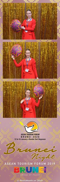 Asian-Tourism-Forum-2019-Brunei-Night-instant-print-photobooth-in-Ha-Long-Bay-Quang-Ninh-chup-anh-in-hinh-lay-lien-su-kien-Vinh-Ha-Long-Quang-Ninh-WefieBox-Photobooth-Vietnam-17