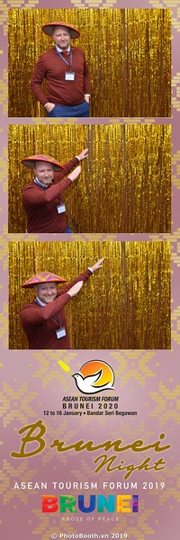 Asian-Tourism-Forum-2019-Brunei-Night-instant-print-photobooth-in-Ha-Long-Bay-Quang-Ninh-chup-anh-in-hinh-lay-lien-su-kien-Vinh-Ha-Long-Quang-Ninh-WefieBox-Photobooth-Vietnam-09
