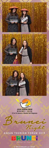 Asian-Tourism-Forum-2019-Brunei-Night-instant-print-photobooth-in-Ha-Long-Bay-Quang-Ninh-chup-anh-in-hinh-lay-lien-su-kien-Vinh-Ha-Long-Quang-Ninh-WefieBox-Photobooth-Vietnam-25