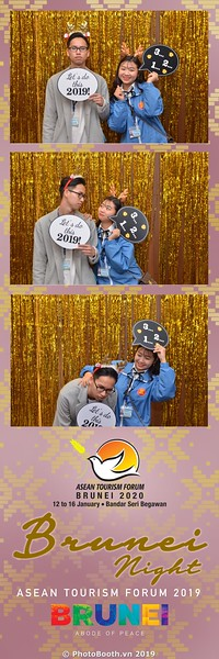 Asian-Tourism-Forum-2019-Brunei-Night-instant-print-photobooth-in-Ha-Long-Bay-Quang-Ninh-chup-anh-in-hinh-lay-lien-su-kien-Vinh-Ha-Long-Quang-Ninh-WefieBox-Photobooth-Vietnam-35